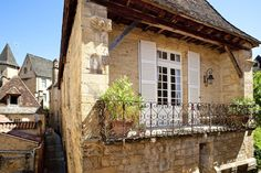 Holiday apartments in the historic center of Sarlat-la-caneda Perigord noir, one of the most visited towns in france. French Property, Free Park, Holiday Apartments, Comfy Bed, Parquet Flooring, France, Jolie Photo, Smoking Room, Double Beds