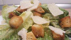 Így készül az eredeti cézár saláta. Végre itt az igazi recept pontos mennyiségekkel. Kóstold meg te is a legfinomabb cézár salátát. Salad Dressing, Wok, Palak Paneer, Sprouts, Salads, Chicken, Meat, Vegetables, Cooking