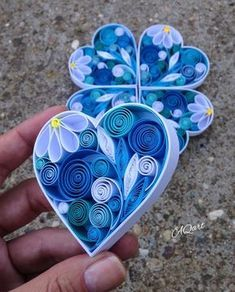 Diy Quilling Crafts, Paper Quilling Tutorial, Paper Quilling Flowers, Paper Quilling Cards, Quilling Work, Paper Quilling Jewelry, Paper Quilling Patterns, Quilled Paper Art, Quilling Ideas