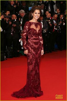 Eva Longoria shows a little leg while attending the Jimmy P. (Psychotherapy Of A Plains Indian) premiere  during the 2013 Cannes Film Festival at the Palais des…