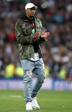 World Cup Vogue's 10 Most Stylish Footballers - Jerome Boateng - Street Jordans Outfit For Men, Dope Outfits For Guys, Swag Outfits Men, Stylish Mens Outfits, Sneakers Outfit Men, Mode Streetwear, Streetwear Fashion, Nba Fashion, Junior Fashion