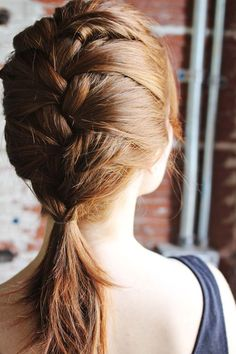 quick and easy french braid // this can be done with curly hair, right?...