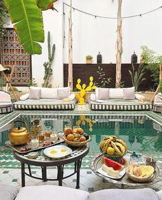 Good morning! 🍉☕️🍴 photo credit @lauraponts 🙏🏼🌴#leriadyasmine #marrakech #morocco #breakfast #summer #travel #pool