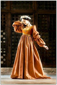 Renaissance italian dress. Flattering for all body styles.