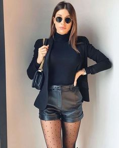 10 Outfits femeninos con shorts negros de piel Winter Fashion Outfits, Look Fashion, Fall Outfits, Womens Fashion, Luxury Fashion, Fashion Tips, Fashion Styles, Retro Fashion, Dress Outfits