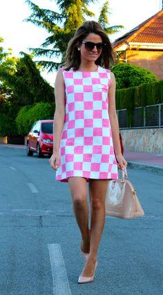 Fashion and Style Blog / Blog de Moda . Post: Love Pink / Me encanta el rosa.See more/ Más fotos en : http://www.ohmylooks.com/?p=16414