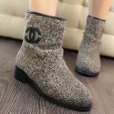Popular Gray Woolen Yarn Round Closed Toe Flat Low Heel Boots