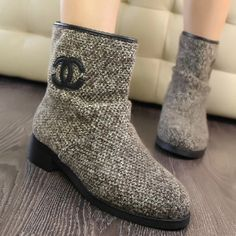 Popular Gray Woolen Yarn Round Closed Toe Flat Low Heel Boots