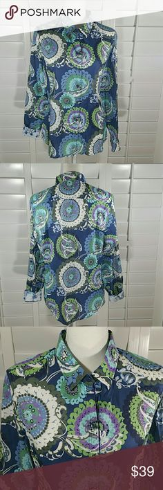 "Robert Graham Floral Button Front Shirt Super cute floral shirt in excellent condition  Chest 20"" sleeve 24"" collar to hem 26.5"" Robert Graham Tops Button Down Shirts"