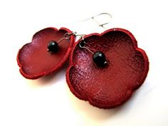 Love these poppy earrings! Looks really simple to DIY too.