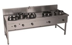Construida en acero inox. AISI 304  Encimera hermética de 3MM. Los aros de apoyo superiores y parrilla redonda. Quemadores de fácil  limpieza. Equipados con válvulas y llama piloto. Bandejas inferiores. CON PETO. 2 GRIFO DE LLENADO. Plano de cocción provisto de: 5 QUEMADOR ATMOSFÉRICOS    21KW Equipada canal de recuperación en la parte posterior con filtro. Soporte inferior en acero. Potencia:105Kw. SOORTE CON VANO ABIERTO. Dimensiones:2300x900x850
