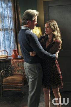 """Heart to Hart""-- Pictured (L-R) Gary Cole as Dr. Evan Hart and Rachel Bilson as Dr. Zoe Hart  in HART OF DIXIE on THE CW. Photo Credit:  Scott Alan Humbert /2012 The CW Network, LLC. All Rights Reserved"