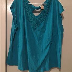 Cute top Cute turquoise top with keyhole in back Faded Glory Tops Blouses