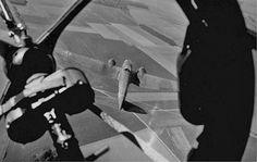 https://flic.kr/p/e7f3uA | Aircraft - Vue d'un Heinkel He-111 depuis le cockpit d'un autre He-111. La mitrailleuse au premier plan est une MG-15 de 7.92-mm