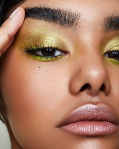 Have you ever seen an eye makeup look that you dreamed to recreate? You don't have to be a make-up artist to apply eye shadow, but there is some professional advice that you should take Makeup Goals, Makeup Inspo, Makeup Inspiration, Makeup 101, Makeup Geek, Makeup Ideas, Cute Makeup, Pretty Makeup, Sleek Makeup