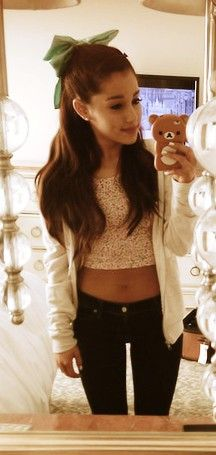 ariana grande has a beautiful dress and a bow op her head so heb i as well a case hihi the same