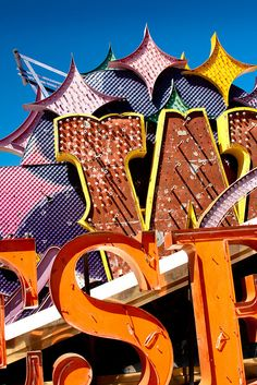 """neon museum - Most graveyards are somber places, but I don't get that vibe at all looking at these pictures from the Neon Museum. Nicknamed """"The Neon Boneyard,"""" . Funky Fonts, Vintage Sweets, Neon Museum, Vintage Classics, Vintage Typography, Old Signs, Googie, Las Vegas, Advertising Signs"""