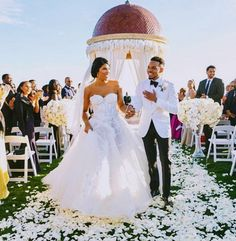Chance The Rapper Got Married And We Got Wedding Pics! White Wedding Dresses, Bridal Dresses, Flower Girl Dresses, Got Married, Getting Married, Prince Harry Photos, Princess Ball Gowns, Chance The Rapper, Beautiful Wife