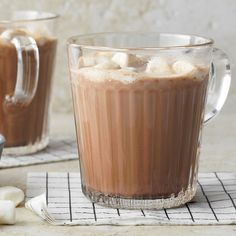 Homemade Hot Cocoa Hot Cocoa Recipe, Cocoa Recipes, Drink Recipes, Homemade Hot Chocolate, Hot Chocolate Recipes, Dessert Recipes With Pictures, Sweetened Whipped Cream, Warm Food, Yummy Drinks