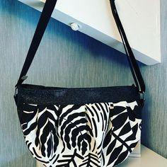 LCdC - Les Créas de Chacha sur Instagram: Mon nouveau sac ! 🧩 patron cancan de @patrons_sacotin 👜simili et bouclerie de @lamerceriedescreateurs 👛tissus extérieur de chez @ikeafrance…