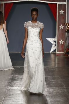 See the complete Jenny Packham Bridal Spring 2018 collection.