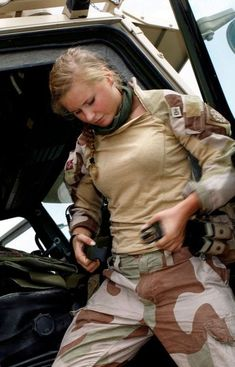 The Women Of The Norwegian Military Military Chic, Military Girl, Military Police, Norway Girls, Warrior Girl, Warrior Women, Female Soldier, Military Women, Military Personnel