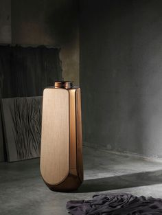 With Milan Design Week 2019 well underway, the influx of new design arrivals is coming thick and fast. Notably, luxury tech brand, Bang & Olufsen have unveiled a selection of new arrivals that will complete their iconic Bronze Collection. Id Design, Form Design, Design Theory, High Tech Gadgets, Bang And Olufsen, New Condo, Audio, Speaker Design, Eclectic Design
