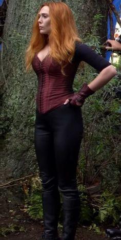 """[Aveners Infinity War] Elizabeth Olsen's Scarlett Witch corset Scarlet Witch Costume, Scarlet Witch Marvel, Marvel Women, Marvel Girls, Wanda Marvel, Elizabeth Olsen Scarlet Witch, Jenifer Aniston, Elisabeth, Beautiful Celebrities"