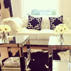 Super cute living room space and cute way to set it up. #aspenheights #decor