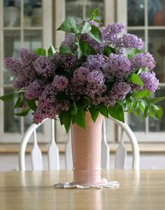 Google Image Result for http://www.countryliving.com/cm/countryliving/images/lilacs-in-vase-de.jpg