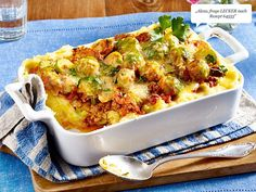 Brussels sprouts mince bake on mashed potato recipe DELICIOUS - LECKER The pin registered in the Essen und Trinken board is selected from among the pins wit - Potato Recipes, Meat Recipes, Chicken Recipes, Cooking Recipes, Healthy Recipes, Cooking Dishes, Beef Dishes, Vegetable Dishes, Popular Recipes