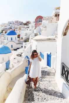 Taking off to Greece? I have the ultimate 3 week packing list for you, and the best part of it all is that it's for carry-on travelling!