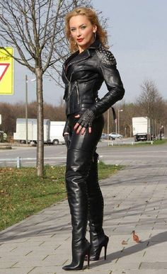 Brown Boots Outfit, Leather Pants Outfit, Leather Trousers, Thigh High Boots Heels, High Heels, Jumpsuit Dressy, Leder Outfits, Sexy Latex, Sexy Boots