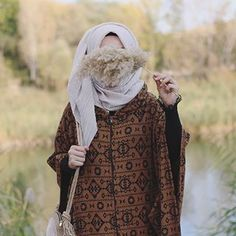 Uploaded by Find images and videos about hijab on We Heart It - the app to get lost in what you love. Hijabi Girl, Girl Hijab, Hijab Outfit, Lovely Girl Image, Cute Girl Photo, Cool Girl Pictures, Girl Photos, Niqab, Lonley Girl