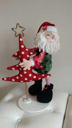 Colgante Santa con tela y fieltro Christmas Bazaar Crafts, Christmas Sewing, Christmas Love, Christmas 2017, Handmade Christmas, Christmas Crafts, Merry Christmas, Christmas Ornaments, Santa Decorations