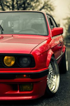 BMW E30 M3 Slammed on Basket Weave BBS