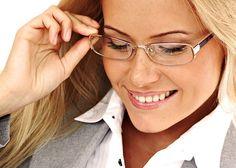 Когда необходимо откорректировать и близорукость, и дальнозоркость одновременно, в очках используются бифокальные или же трифокальные линзы, состоящие из нескольких зон: верхняя – для исправления «дальнего» зрения, а нижняя – «ближнего».    Людям пожилого возраста лучше пользоваться тонированными стеклами, поскольку они существенно снижают риск возникновения катаракты. А вот тем, кто водит машину, необходимо выбирать очки, идеально сидящие на переносице. Отцентровка также должна быть…