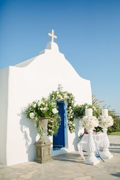 Greek wedding ceremonies - photo by Anna Roussos http://ruffledblog.com/luxurious-wedding-in-mykonos-greece