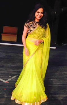 19 Amazing Pics of plain saree with designer blouse Wedding Saree Blouse Designs, Half Saree Designs, Blouse Designs Silk, Saree Blouse Patterns, Designer Blouse Patterns, Wedding Sarees, Design Patterns, Trendy Sarees, Stylish Sarees