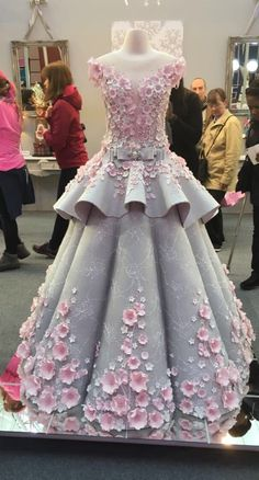 "This ""Wedding Dress"" Is Actually A Cake And Now I Have Trust Issues"