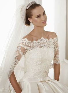 Pronovias Costura 2015 Bridal Collection | bellethemagazine.com