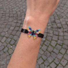 Çalışkan çalışkan öğrenciler ❤️ @yldrm_yldrm_e Sipariş için >> DM Pattern Bead Jewellery, Diy Jewelry, Beaded Jewelry, Bead Loom Bracelets, Ankle Bracelets, Jewelry Bracelets, Loom Beading, Beading Patterns, Hanging Beads