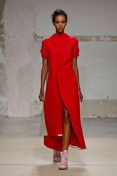 Aganovich at Paris Fashion Week Spring 2014 - Runway Photos Ad Fashion, Fashion Show, Fashion Trends, Paris Fashion, Dedicated Follower Of Fashion, Summer Coats, Work Chic, Beautiful Models, Nice Dresses
