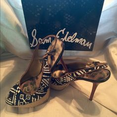 REDUCEDSamEdelman Black/Wht Peep Toe Slingback Sam Edelman Black/Wht Graphic Print Peep Toe Slingback Platform Stiletto.. Size 8.5 / 5.5 inch wood stacked heel / 1.5 inch Jute wrapped platform heel.. Shoes are in very good condition.. Worn 3 times.. Box included.. ALL REASONABLE OFFERS WILL BE ACCEPTED Sam Edelman Shoes Heels