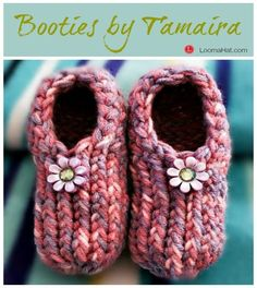 Baby Booties by Tamaira DeVries-Liverance on a small loom. Beginner easy instructional pattern with step by step video tutorial