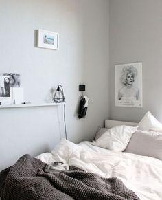 cool 37 Minimalist Small Bedroom with Monochromatic Color Scheme https://homedecort.com/2017/06/37-minimalist-small-bedroom-monochromatic-color-scheme/