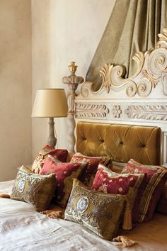 Gorgeous headboard and pillows!  That Inspirational Girl