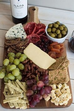 charcuterie board Nothing compares to a great cheese board! Learn how to make a cheese board -- from choosing cheeses & picking accompaniments to composing it all on a board! Charcuterie And Cheese Board, Charcuterie Platter, Antipasto Platter, Cheese Boards, Cheese Board Display, Meat Platter, Cheese Appetizers, Appetizers For Party, Appetizer Recipes