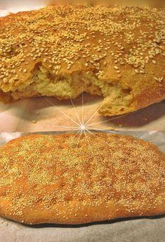 """Νόστιμη συνταγή μαγειρικής από """"Gogo Samiou -ΟΙ ΧΡΥΣΟΧΕΡΕΣ / ΗΔΕΣ"""" Υλικά 1 κουτ σούπας ζάχαρη 250 γρ νερο φακελάκι μαγιά 250 γρ αλεύρι 650 γρ αλεύρι γοχ 100 σιμιγδάλι 1 φακελάκι μαγιά 2 κουταλιές του γλυκού αλάτι 2 κουταλιές Baking, Ethnic Recipes, Breads, Pizza, Holidays, Food, Bread Rolls, Holidays Events, Bakken"""