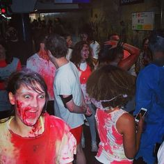 Zombie tube ☺️#booStbastille les zombies dans le métro #zombierun #happyhalloween #boostbastille